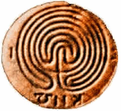 moneta in terracotta raffigurante il labirinto rinvenuta presso il palazzo di Cnosso