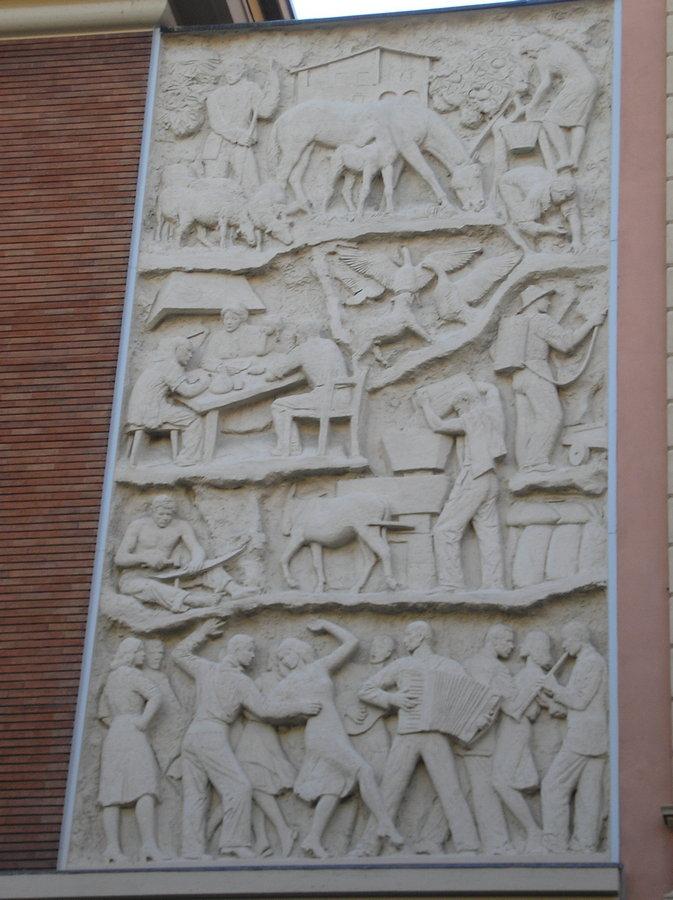 bassorilievo di destra camera del lavoro di bologna - farpi vignoli